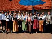 Die Vorstandschaft, die Gründungsmitglieder, der Schützenkönig und der Festausschuss mit unserer Schirmherrin Luise Hausberger.