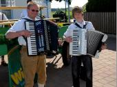 Für die musikalische Umrahmung sorgten Hans und Sebastian Huber. An dieser Stelle nochmals einen herzlichen Dank.