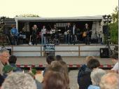 Langsam füllte sich der Platz. Nach einer Stunde wechselte dann die Band und Brand6 startete in den Abend.