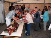 Am Vorabend des Festes wurde das Spanferkel von Ludwig Maier gegrillt und von Gottfried Gillhuber zerlegt und verteilt. Das Essen war sehr begehrt und das Ferkel wurde ohne weiteres aufgegessen.