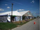 Die zwei Zelte. Das Festzelt war 30 auf 15 Meter groß. Das Küchenzelt hatte 10 auf 10 Meter. Das erste Bergfest-Zelt hatte übrigens die selben Maße wie die Küche dieses Jahr.