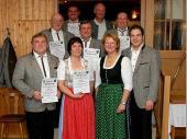 Für 30 Jahre Mitgliedschaft wurden geehrt: Jakob Schref, Jakob Maierthaler, Peter Murla, Rita Feichtmeier, Thomas Luber, Manfred Angermeier, Lorenz Nitzl.