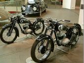 ... und Motorräder zu sehen.