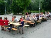 Auf  dem Parkplatz des Olympiageländes wurde dann ganz traditionell Brotzeit gemacht.