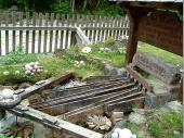 Eine alte Kugelmühle - mit der schon Gewehrkugeln aus Marmor hergestellt wurden - ist am Fuße der Almbachklamm immer noch in Betrieb.