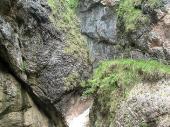 Viele Wasserfälle, die sich je nach Sonneneinstrahlung verändern.