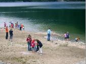 Die Wanderung zum Schwarzensee war lange und beschwerlich, aber die Kinder fanden das Wasser toll. (Bild von Irene)