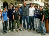 """Unsere Jugend hat einen prominenten Vertreter der """"7 Zwerge"""" getroffen. Norbert Heisterkamp mit unseren 7 Jungs.  (Bild von Tobi)"""