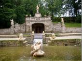 Der Garten im Bischofsitz Hellbrunn ist traumhaft schön.Auf vielfältige Art lässt sich hier die Natur bewundern. Vom Historischen Park bis zum Trimm-dich-Pfad ist alles vorhanden.