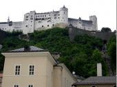 Die majestätische Salzburg thront über der Stadt.Mit einer Pendelbahn ist sie gut zu erreichen.