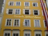 Das Geburtshaus von W. A. Mozart. Immer noch umstritten aber zweifellos ein Magnet für Touristen.