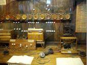 """Die alte Telefonvermittlungsanlage in der Salzburg.Unglaublich, dass diese Station Jahr und Tag besetzt war - heute undenkbar, wenn man den """"Service"""" der Telecom kennt."""