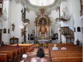 Die barocke Bauweise ist italienisch eingefärbt. In der Kirche befinden sich ca. 1200 Votivbilder die einen großen Schatz darstellen.