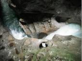 Viele hundert Jahre schleift das Wasser die Felsen und hinterlässt sowohl formschöne als auch bizarre Formen im Fels.