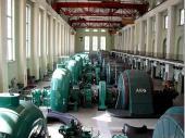 Die Turbinen und Generatoren im Kraftwerk sind sehr laut. Dennoch ist es faszinierend, der geballten Kraft zur Stromerzeugung so Nahe zu sein. Mit einem Wirkungsgrad von 92% ist das Kraftwerk sehr effektiv.