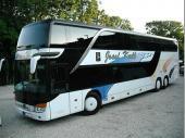 Um mit 70 Leuten auf Tour gehen zu können, braucht man einen großen Bus. Die Firma Kalb hat deshalb seinen neuen Doppeldecker zur Verfügung gestellt.