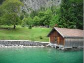 Das smaragdgrüne Wasser und die naturbelassene Landschaft rund um den See waren hervorragend dazu geeignet, die Seele baumeln zu lassen die die Alltagssorgen beiseite zu schieben.