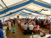 Wie auch die Jahre zuvor sind wir Dankbar für die vielen Besucher, die dem Bergfest die Treue halten und natürlich auch jenen, die zum ersten Mal nach Steinbach kommen. Da kann es schon mal vorkommen, dass man einige Minuten auf einen freien Tisch warten muss, wenn das Zelt so voll ist.