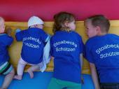 Auf die Frage, ob jemand müde ist darf man keine glaubwürdige Antwort erwarten. Unsere Jüngsten wurden noch kurzfristig mit den passenden T-Shirts eingekleidet. Das machte sie natürlich sehr stolz.