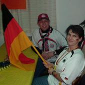 Die Seisenberger's mit der Deutschlandfahne. Diese Fahne sollte später am Abend noch getauft werden ...