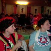 Die zwei Anitas im Deutschland-Look - wobei die Irokesen-Perrücke eine coole Sache war.