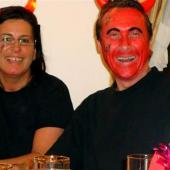 Anderl und Waltraut - zwei angenehmere Exemplare der Gattung Teufel. Auch wenn die Gesichtsfarbe vom Anderl markant ist, so ist dies mehr Schein als Sein.