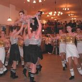 """Gerne sieht """"mann"""" den Ausführungen der jungen Mädchen auf der Tanzfläche zu."""