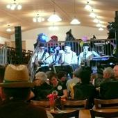 """Die """"Bergdachsen"""" aus der Nähe von Neumarkt St. Veith machten mit guter alter Blasmusik, Tanzhits der 70ger Jahre, Rock'n'Roll, Rock Klassikern und Schlagern eine gute Stimmung im Saal. Sehr angenehm war, dass sie wirklich unterhielten und nicht dominierten."""