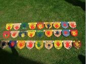 ieses Jahr haben die Kinder wieder Taferl für den Kinder-Maibaum gemalt.