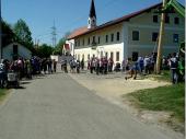 Zuschauer, Helfer und jede Menge Kinder. Man trifft sich gerne in Steinbach.