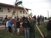 Unter erfahrene Anleitung kam der Baum Stück für Stück in die Höhe.
