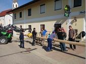 Das ist das schöne in Steinbach. Es sind immer genügend Hände zum Helfen da. Somit geht alles gut und schnell von der Hand.