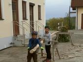 Als der Baum in Steinbach war, haben Kilian und Vincent den Baum ordnungsgemäß geschepst.