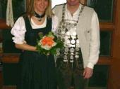 Auch 2003 setzte Otto Rys den Königsschuß ab. Er hat die Grenzlandschützen Würdig mit seiner Schützenliesl vertreten.