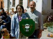 2003 malte Vroni Angermeier eine weitere Tafel mit dem Vereinswappen für den Maibaum.