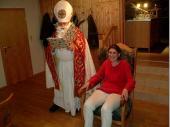 Manchmal gibt es Schütz/innen, die gleich beim Nikolaus vorne bleiben können um Buße zu tun. 2008 hat es Elfriede Fürmetz erwischt - sie brauchte nicht zu ihrem Platz zurückgehen.