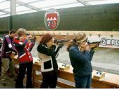 Andrea, Sonja und Cilli im Anschlag. Die Abzeichen für eine erfolgreiche Teilnahme waren immer sehr rar bei der Jugend. (2002)