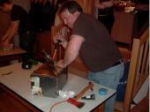 (2007/08) Ein gut verschlossenes Holzkästchen mit Blech ummantelt. Das Ganze vernietet und verschweißt. Unser Schützenmeister musste ordentlich schwitzen an diesem Abend.