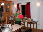"""(2010/11) Ein roter Ball aus Gips modelliert. das war eine schöne Idee. Nach dem Öffnen hat sich der Schützenmeister das Teil als """"Helm"""" aufgesetzt."""