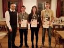 Jugendmeister v.l.n.r. Schützenmeister Freudenreich, Andreas Angermeier (3. Platz), Stefanie Schachtl (1. Platz) und Alexander Fürmetz (2. Platz).