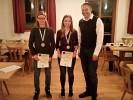 Juniorenmeister v.l.n.r. Simon Fuchsgruber (3. Platz), Christin Sachs (2. Platz) und Schützenmeister Freudenreich. Maxi Gillhuber (1. Platz) war leider verhindert.