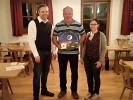 Die Kindstaufscheibe von Martin und Julia Freudenreich gewann Martin Freudenreich sen. Der Opa der kleinen Anna freute sich sichtlich über den Glücksschuß und damit über die Scheibe.