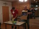 Eine Flasche Sekt, eine kleine Schachtel Pralinen und jede Menge Papiertaschentücher waren ebenfalls eine witzige Sache.