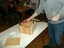 Auch dieses Packerl ist von der Jugend angefertigt worden. Nur mit schwerem Gerät konnte Schützenmeister Freudenreich den Inhalt ans Licht bringen.