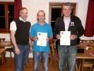 Pistolenmeister v.l.n.r. Schützenmeister Freudenreich, Thomas Kühn (2. Platz) und Ludwig Maier (3. Platz). Irene Stangl (1. Platz) war leider verhindert.